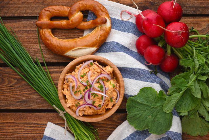 Ein Muss zur Wiesn – herzhafte Käsecreme, ein bayerischer Klassiker…Obazda. Es…