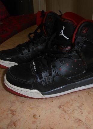 A vendre sur #vintedfrance ! http://www.vinted.fr/chaussures-femmes/baskets/19196898-basket-jordan-taille-385
