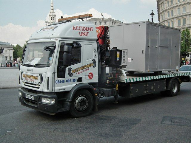 IVECO platform wrecker on duty