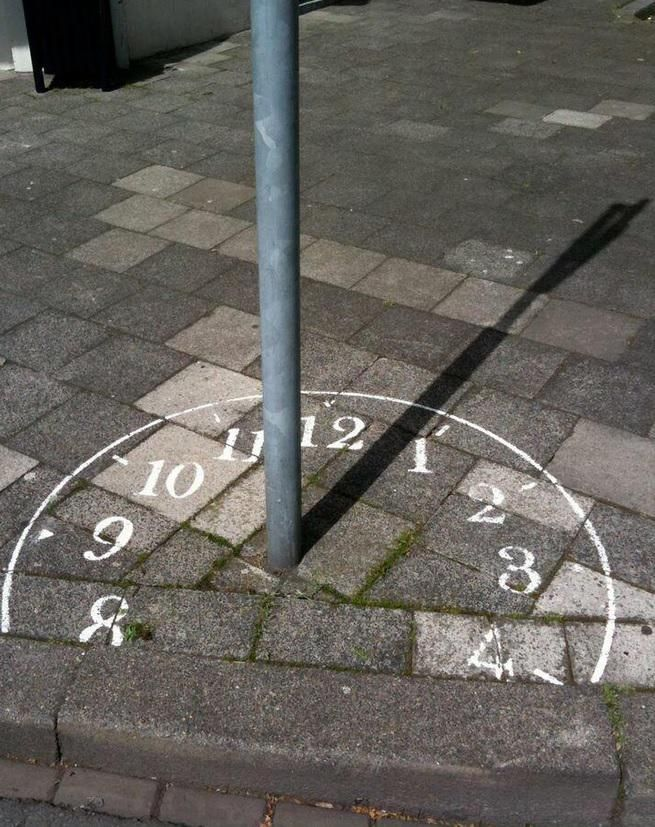 "Leuk voor rondom het clubhuis?  Mieke Berkers on Twitter: ""Smart #streetart and you'll save yourself some elctricity costs ;) [IMAGE] http://t.co/FZaP9Aw4DH"""