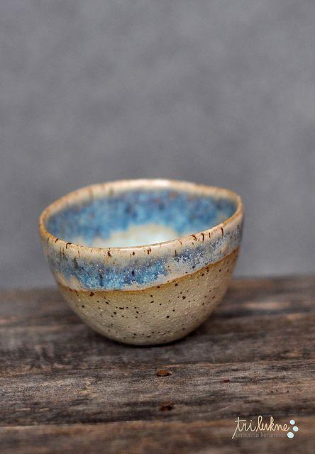 Pinch pot bowl by Ana Haberman (Tri Lukne Ceramics). Such a pretty glaze-R