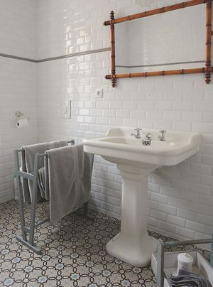 54 best carreau de ciment images on pinterest tiles flooring tiles and mosaics. Black Bedroom Furniture Sets. Home Design Ideas