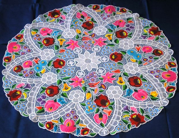 """A beautiful handmade hungarian tablecloth called """"richelieu"""" from Kalocsa. Its size is 1 meter."""
