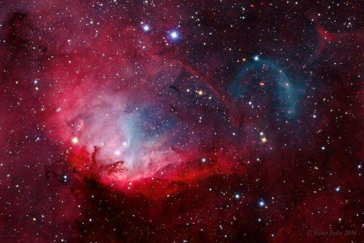 Crédit :Ivan Eder Explication: cette vue télescopique regarde le long du plan de notre galaxie , la Voie lactée vers la nébuleuse ducygne . Communément appelée la nébuleuse de la Tulipe, lemicro…