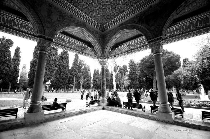 Topkapı Palace - Dîvan-ı Humayûn taşlığından, Saray bahçesi