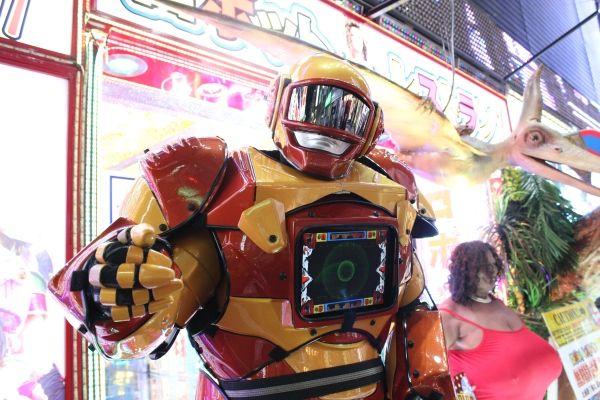 """【東京・新宿】新宿に女子とロボが舞う--『ロボットレストラン』へ行ってきた!これはある意味""""女子会""""だ"""
