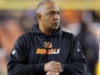 Marvin Lewis has agreed to a contract extension with the Bengals, per NFL Media's Michael Silver. His new deal will go through the end of the 2017 campaign.