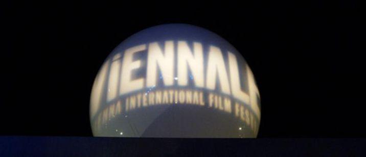 In den Fünfziger Jahren gab es, außer den Filmen von Franz Antel, Theaterkomödien, bäuerlichen Schwänken und Fremdenverkehrsfilmen wenig Produktionen. Es war der Tiefstand der heimi…