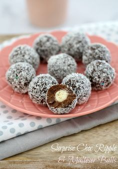 4 ingredients and 5 minutes is all it takes to make these delicious no-bake Surprise Choc Ripple & Malteser Balls. Yum!!! | Bake Play Smile #malteser #balls #chocolate #ripple #nobake #easy #recipe #conventional #thermomix