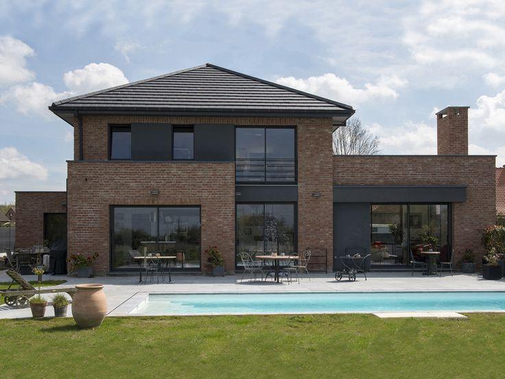 Une construction semi-cubique en briques terre-cuite du Nord. Un bon compromis entre la maison traditionnelle du Nord et la maison de forme cubique.