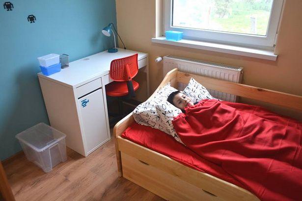 Ach jak fajnie, nawet w dzień, położyć się do takiego łóżka, w swoim własnym pokoju.