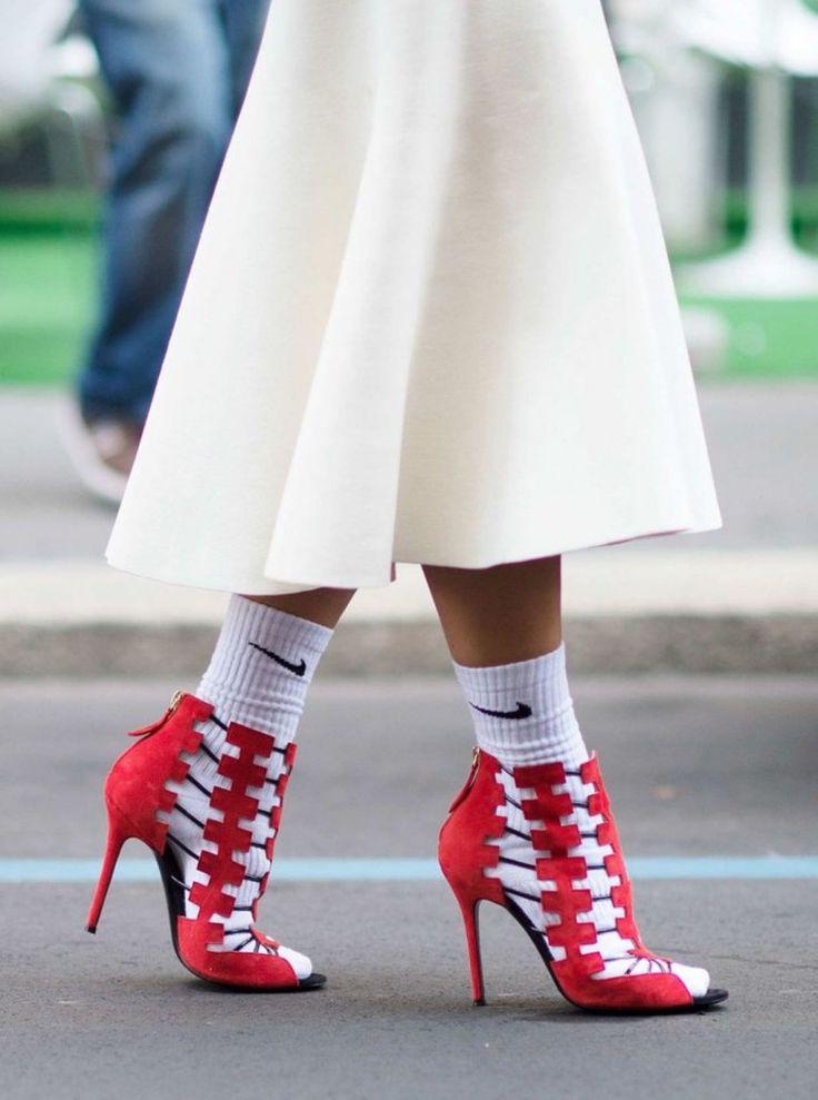 Sandali e calzini, una nuova tendenza per la primavera 2015