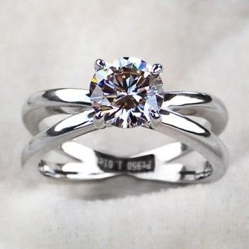 Charming 925 Sterling Silver Emulation Round Diamond Engagement Ring