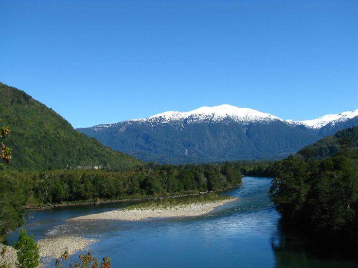 Camino a Lago Rosselot, cerca de La Junta, Aysén. // On the way to Lake Rosselot, near La Junta, Aysén. (XI Región)