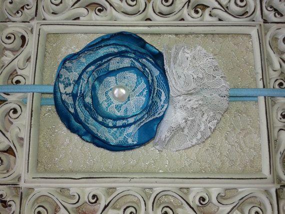 He encontrado este interesante anuncio de Etsy en https://www.etsy.com/es/listing/514057429/diadema-flor-de-saten-azul