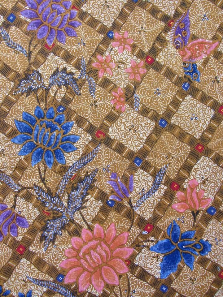 Kudusan Batik from Indonesia. Vintage and full handrawn. ❤ Color and flowery with butterfly