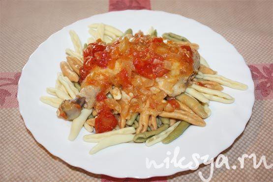 Чесночная курица в томатном соусе