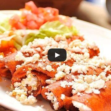 Prueba estas deliciosas enchiladas vegetarianas en salsa ranchera, que además de ser más saludables son también muy fáciles de preparar.