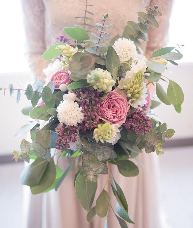 ・ ブーケ② ・ ユーカリ多め この色合いが好きで♡ ・ #wedding#記録#ウェディング#ブーケ#結婚式#ナチュラル#シンプル#maisonsuzu