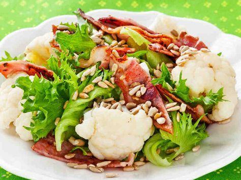 Kukkakaali-pekonisalaatti