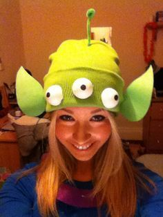 Disney costumes. Disney fancy dress outfits. Easy DIY How to make tutorial Homemade halloween Toy Story Alien Hat - Green Beenie, Green Felt, Green Pipe Cleaner and White Polystyrene Balls - Little Green Men, Disney Pixar Fancy Dress Costume Ideas. http://clothesandstuff.co.uk/2014/11/h-o-m-e-m-d-e-h-l-l-o-w-e-e-n.html