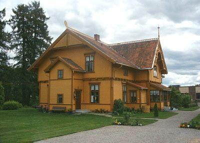 Sveitserhus 1840-1920 - sveitservilla tilnærmet historisme/dragestil