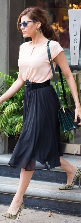 Who made Eva Mendes's green print pumps, sunglasses, black skirt, pink top, and patent leather handbag that she wore in New York?