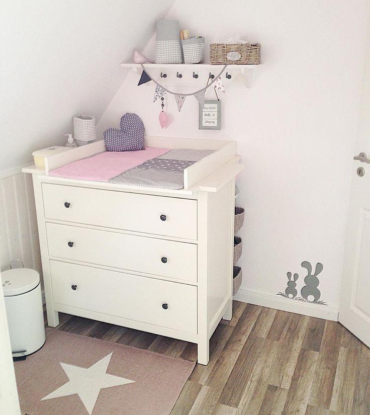 Table à langer # babyroom # babygirl # januarbaby2016 # momtobe # whiteliving # dekosüchtig # d …   – Dormitorio bebe