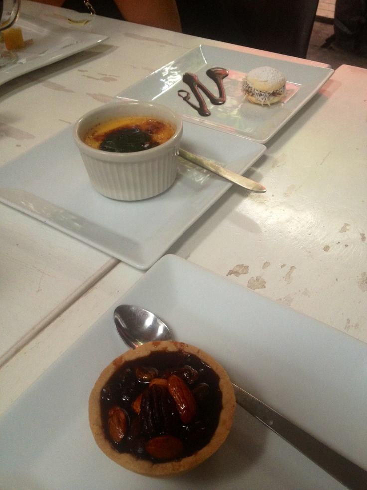 Crème brûlée, Pecan Pie y Alfajor. Restaurante Mila. Cartagena. Colombia