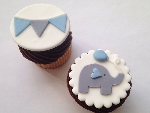 Elephant and Bunting Fondant Cupcake Toppers por WellDressedCupcake