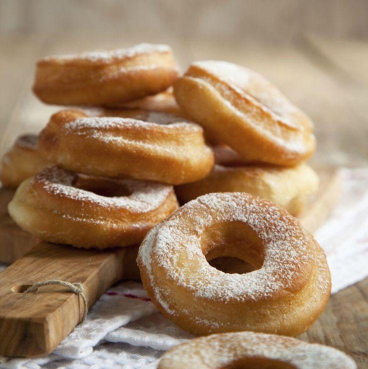 Découvrez notre recette de beignes maison; un dessert facile à réaliser, parfait pour le temps des Fêtes!