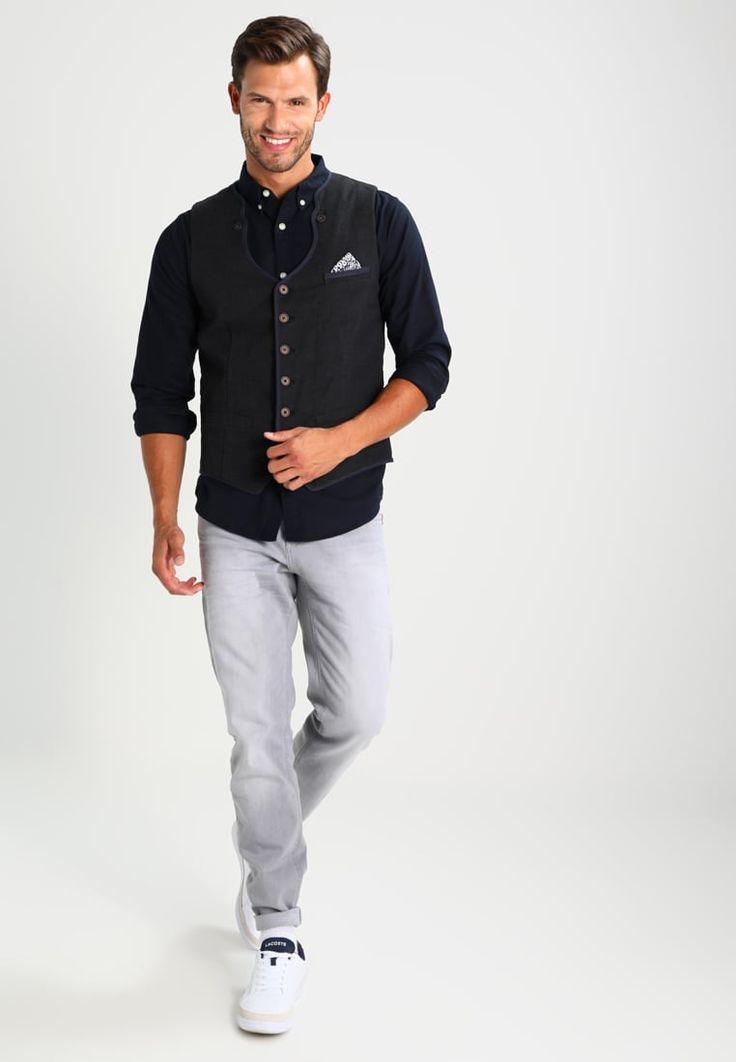 ¡Consigue este tipo de camisa básica de Hollister Co. ahora! Haz clic para ver los detalles. Envíos gratis a toda España. Hollister Co. CHAIN OXFORD Camisa informal black: Hollister Co. CHAIN OXFORD Camisa informal black Ropa   | Material exterior: 97% algodón, 3% elastano | Ropa ¡Haz tu pedido   y disfruta de gastos de enví-o gratuitos! (camisa básica, basic, basico, basica, básico, basicos, casual, clasica, clasicas, clásicas, clásica, clásco, básicos, estandar, estándar, bás...