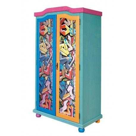 """Superbe armoire à 2 portes de style \\""""street graphit\\"""" très contemporain est idéale pour la chambre d'un enfant. L'intérieur du meuble est composé de 6 nic..."""