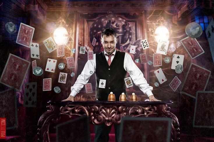 Mariano Goñi (flying cards)