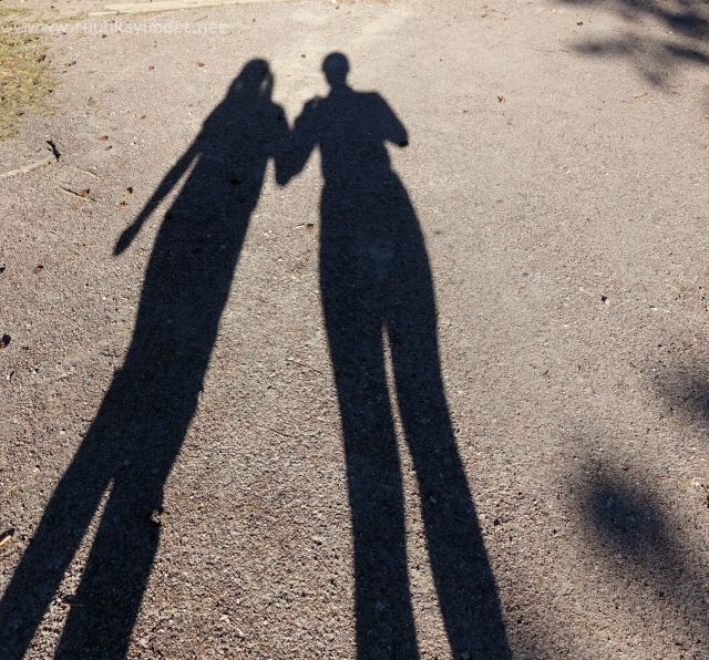 #Shadows of a #mum and her #daughter / #Äiti ja #tytär, samanpituiset.