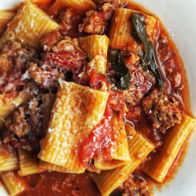 Rigatoni with Meat Sauce - Instant Pot @keyingredient #quick #tomatoes #italian