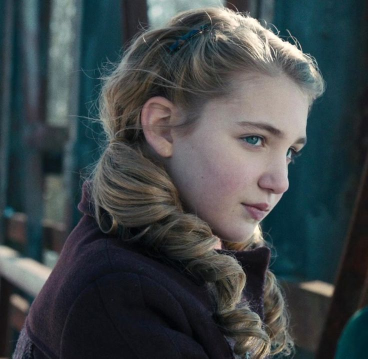 sophie nelisse 5 by - photo #1