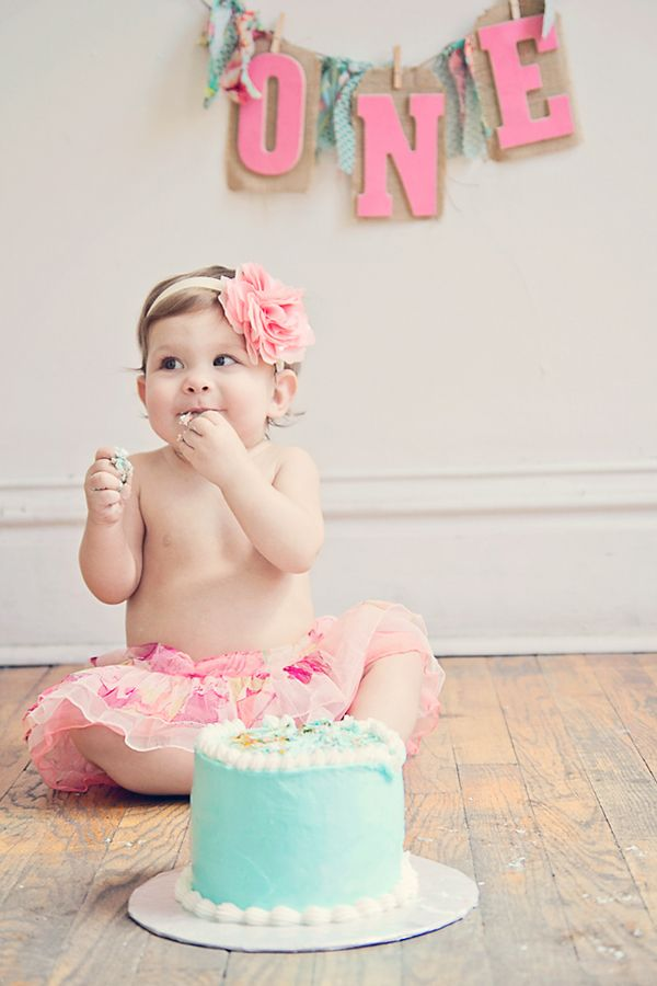 Cake Smashing Session // Liz Anne Photography My friend @Beth J Nativ Wells company and her sweet baby girl.