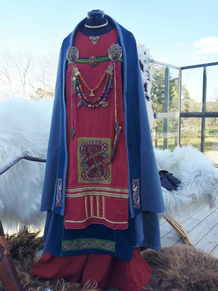 Just a picture; no info.  Lots of nice details, though, including the cloak held in place by brooch loops.
