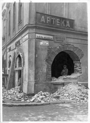 Kraków. Remont kamienicy z arkadami przy ul. Krakowskiej - widok zewnętrzny. Data wydarzenia: 1941-10
