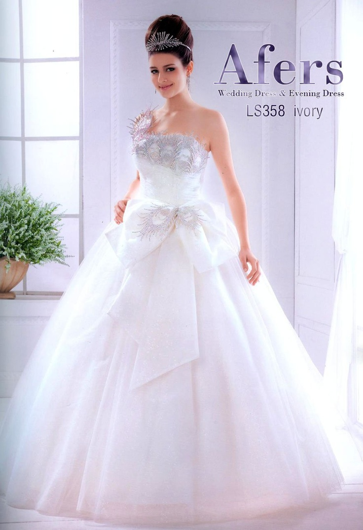 331 best wedding dresses i love images on pinterest wedding very beautiful and lovely wedding dress ombrellifo Images