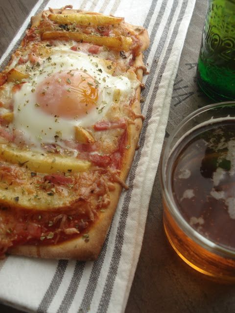 Cocinándotelo: PIZZA DE PATATAS Y HUEVO ( con masa de cerveza)