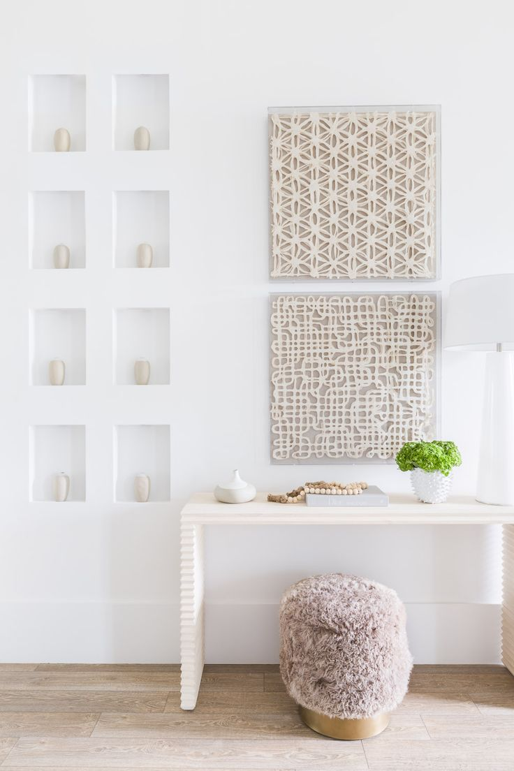 Modern Entry Designer: JWS Interiors Photo: Alyssa Rosenheck