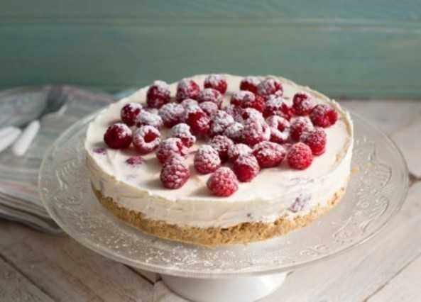 A no-bake creamy cheesecake recipe, with hints of raspberry and lemon. Visit Homemade for more recipes