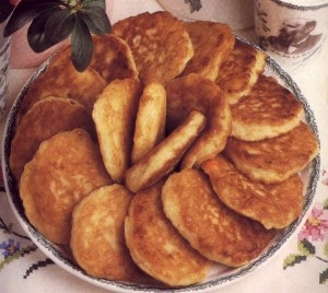 Vetkoek (pronounced FET-cook) is a traditional Afrikaner pastry. It is dough deep-fried in cooking oil and either filled with cooked mince (ground beef) or spread with syrup, honey, or jam. It is thought to have its origins from the dutch oliebollen, which go back to the time of the migration period. It is similar in taste to Mexican sopapillas.