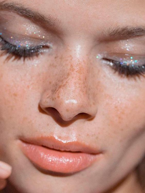 DIE FARBEN DER JAHRESZEIT!   MAKE-UP-TRENDS. Unvollkommenheit nimmt den Platz ein …   – Make up