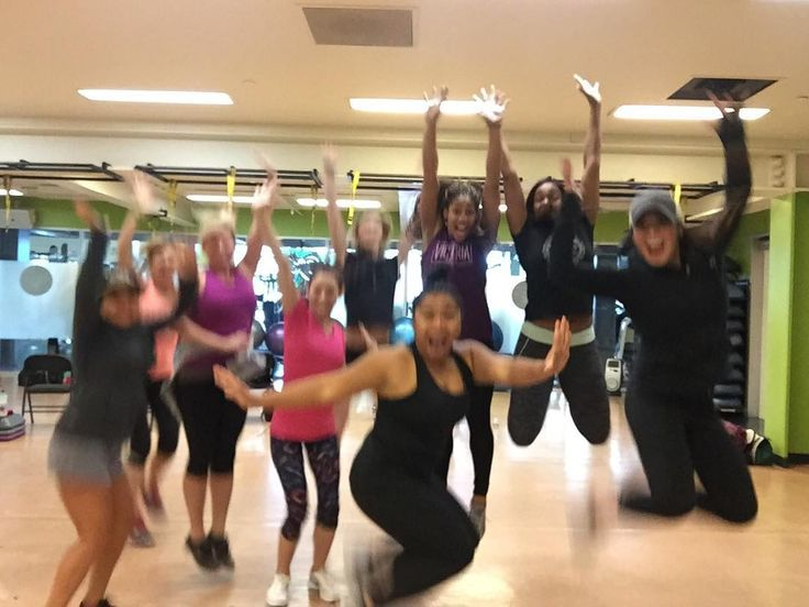 See anyone familiar?! This is #lesmills latest group of certified instructors - including some Gold's Gym Vacaville ladies! - - - - - #goldsgymvacaville #goldsgym #vacaville #gym #instructor #groupx #exercise #fitness