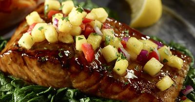 Salmon fillets love sweetness. Give your fish a Hawaiian taste this summer with this spinach and teriyaki sauté recipe that includes a Pineapple Salsa topping.