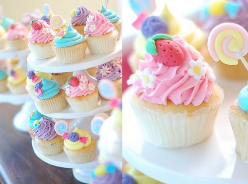 Cupcakes.: Baking Desserts, Candy Land Parties, Little Girls Parties, Candyland, Minis Cupcakes, Cups Cakes, Pastel Cupcakes, Strawberries Shortcake, Cupcakes Cakes