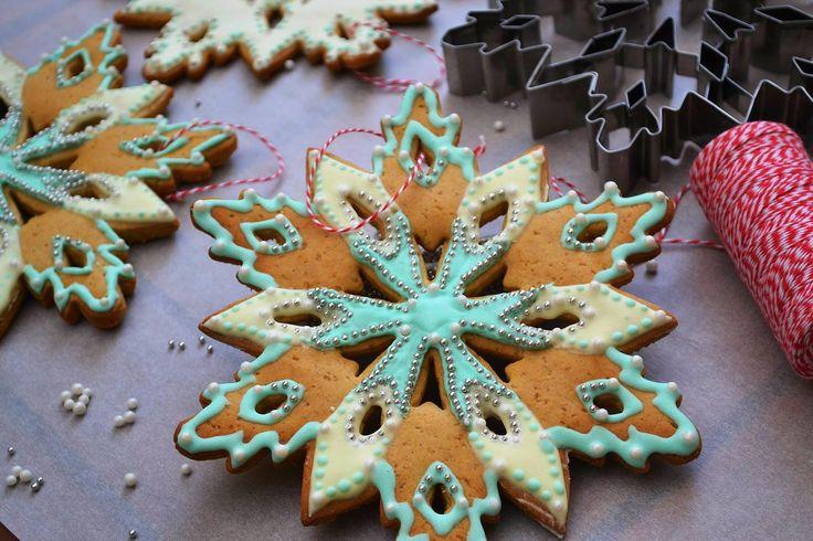 ΛΑΧΤΑΡΙΣΤΑ ΧΡΙΣΤΟΥΓΕΝΝΙΑΤΙΚΑ ΜΠΙΣΚΟΤΑ-ΣΤΟΛΙΔΙΑ    Χριστουγεννιάτικα μπισκότα-στολίδια  με μοναδική κουπ πατ σε σχήμα χιονονιφάδας εδώ .   ...